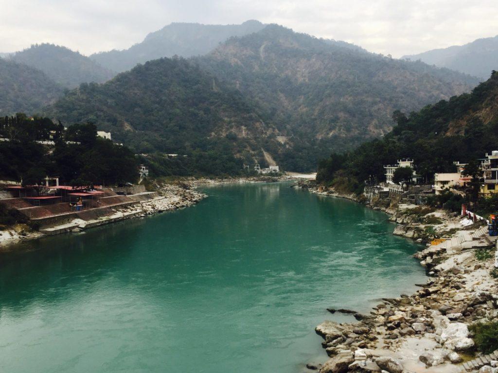 Río Ganges en Rishikesh, capital mundial del yoga