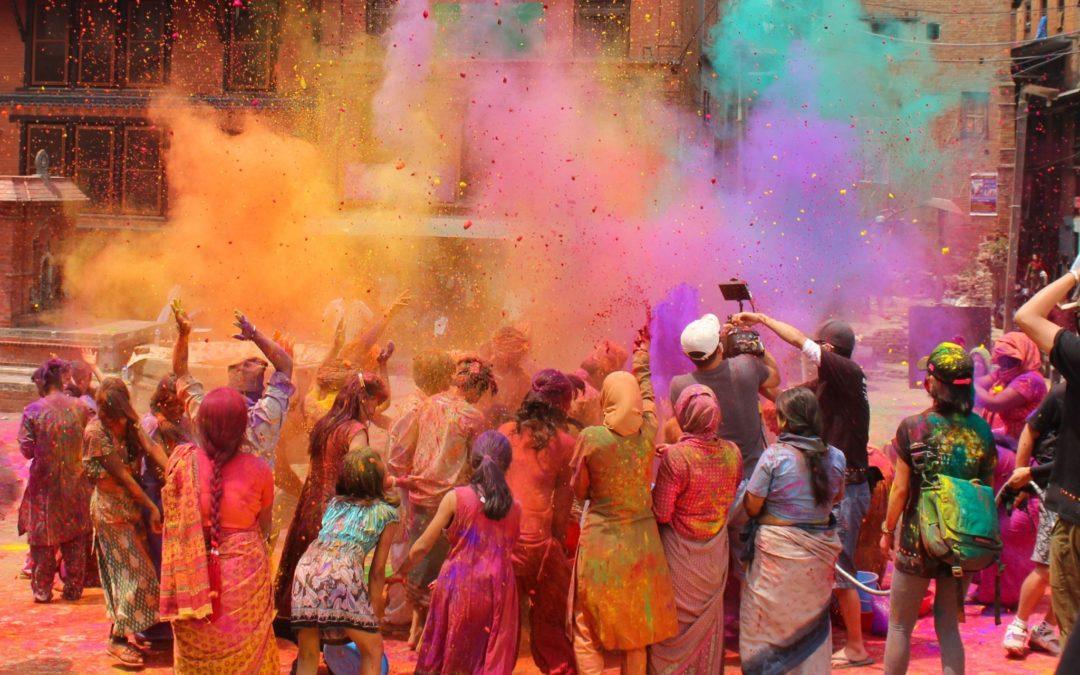 Holi en la India: noche de hogueras y festival del color