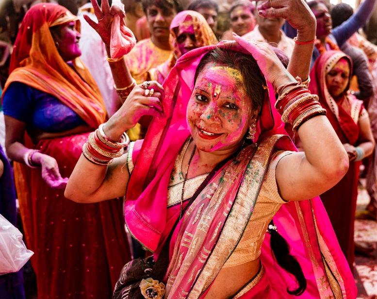 chica celebrando el festival del color, Holi