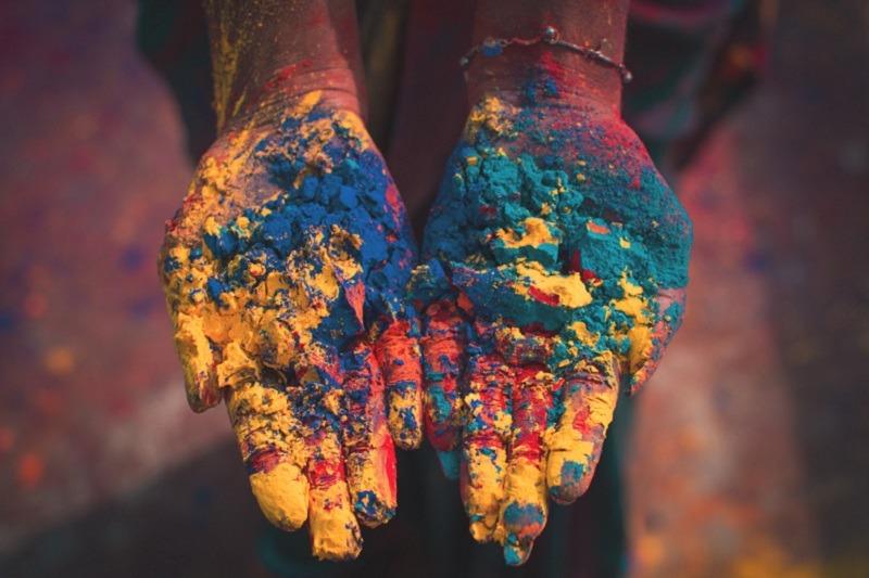 Festival Holi en la India: noche de hogueras y fiesta del color
