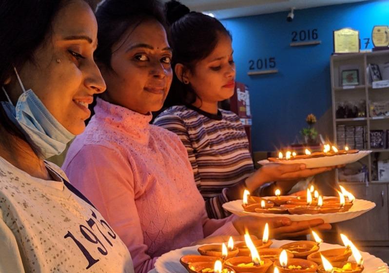 Diwali solidario en Sheroes Hangout