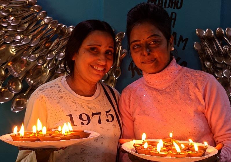 Diwali en Sheroes Hang out India